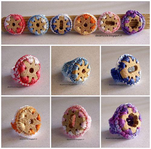 Collage Anelli di sughero e cotone, seconda versione by decoriciclo, via Flickr
