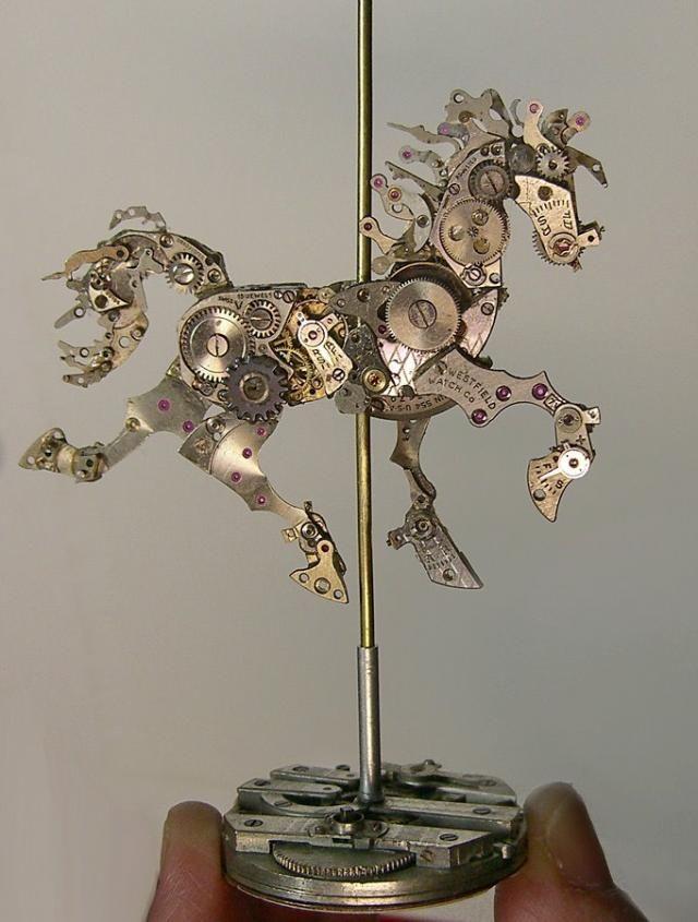 【画像】懐中時計を再構築。時計のパーツで作ったスーザン・ベアトリスのアート作品