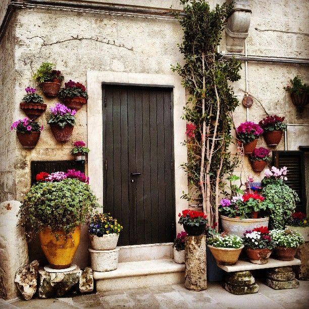 Best 25 italian garden ideas on pinterest for Italian patio design
