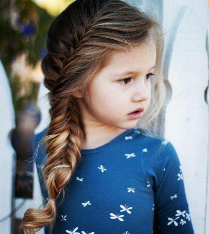 jolie tresse enfant épi de blé sur le côté, petite princesse