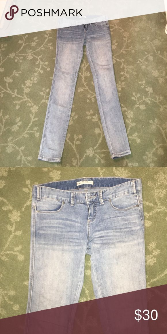 Womens skinny jeans. Gorgeous free people women's skinny jeans! In excellent condition! Willing to make offers! Free People Jeans Skinny
