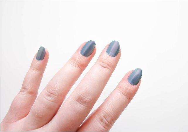 Essence Light Reflection Top Coat #nails #nailpolish #mani #beauty #beautyblog #beautyblogger #mani #nailart #nailpolish