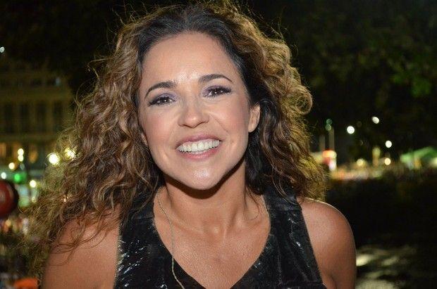 Daniela Mercury dispara: 'Sou rainha gay, só não tive a sorte de nascer negra' #BBB, #Brasil, #Cantora, #Festa, #Gay, #M, #Mundo, #Musical, #Noticias, #PaulMcCartney, #Preconceito, #QUem, #RioDeJaneiro, #SãoPaulo, #Show http://popzone.tv/2017/01/daniela-mercury-dispara-sou-rainha-gay-so-nao-tive-a-sorte-de-nascer-negra.html