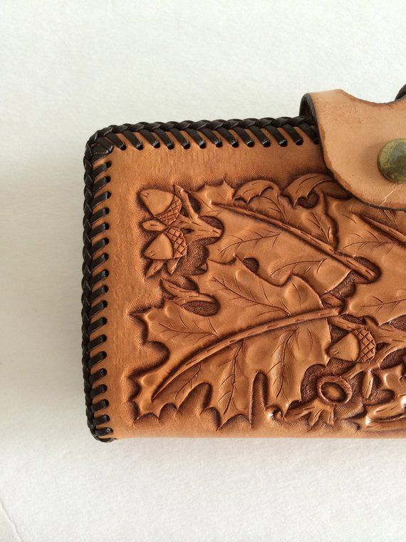b8b3966a5e15 Tooled Leather Purse Billfold   Beautiful Hand Tooled Leather w Oak   Acorn  Design   Appears Unused