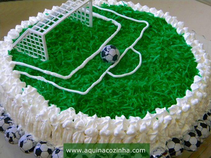Veja que fácil que é fazer esse Bolo de aniversário para o tema futebol, as crianças amam. Ele tem algumas etapas, mas é muito simples, vem ver.