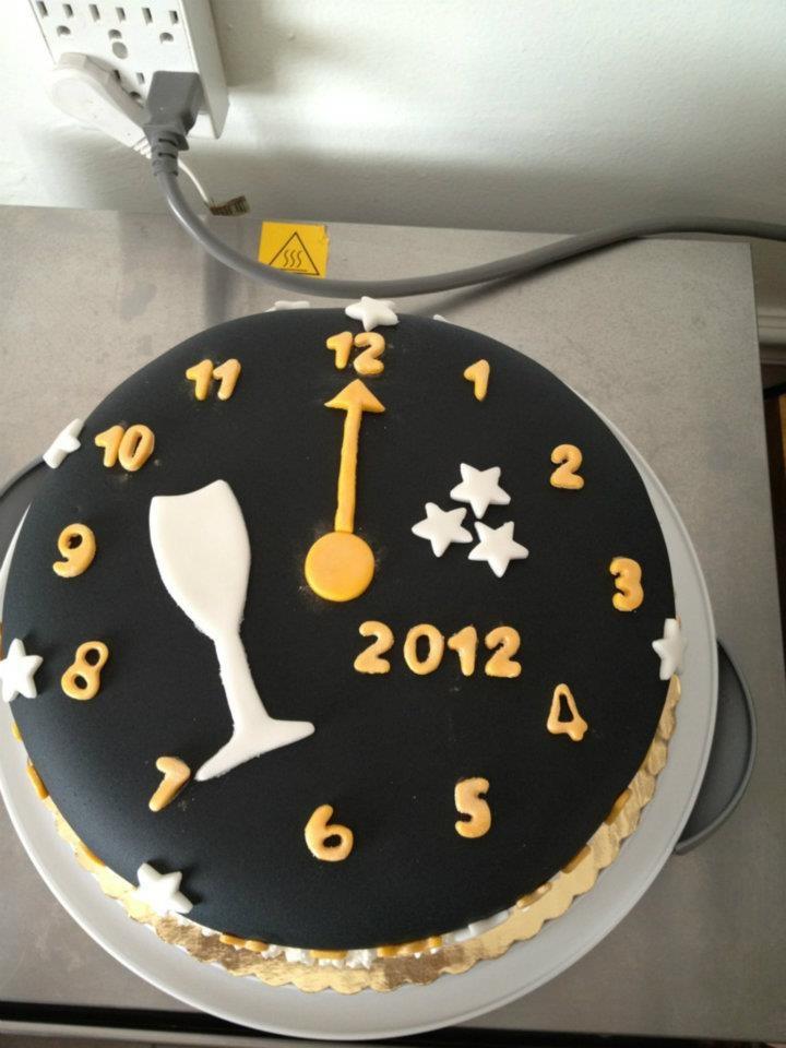 New Years Cake Hmmmm Shall I New Years New Year S Cake Cake