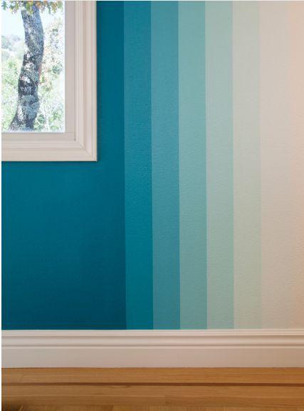 Sobald die Hauptfarbe Cyan ausgewählt und an der Wand um das Fenster angebracht wurde…