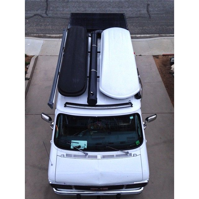 Top view of our van. Everything is officially installed. Seen here; solar panel, solar shower, awning, light bar, surfboard storage(white box) and multi purpose storage box. ❤️❤️❤️❤️