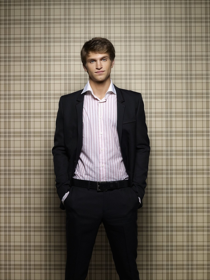 Keegan Allen Pretty Little Liars http://spotseriestv.bl...