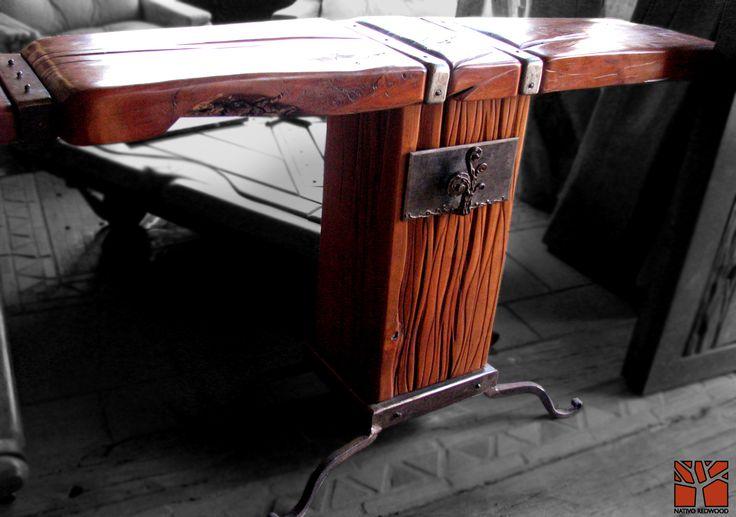 Nativo Redwood. Arrimo de madera roble rústico con cubierta de una pieza con aplicaciones centrales de fierro forjado y base de madero de roble con cajon de fierro y patas de fierro forjado. Dimensiones: 0.30x1.40x0.90  www.nativoredwood.com www.facebook.com/nativoredwood