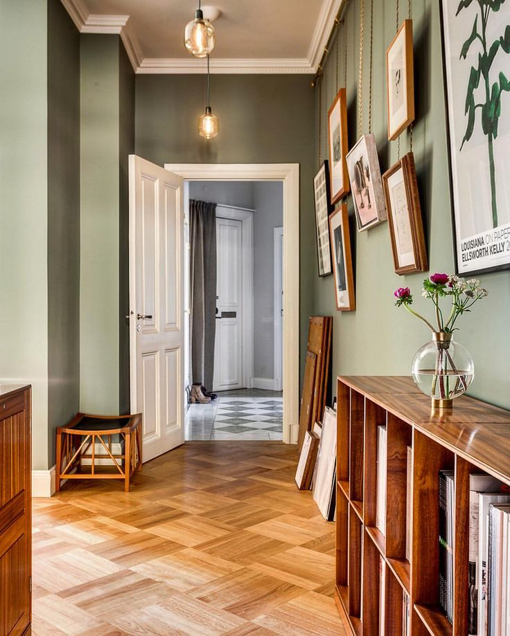 "Henrik Nero på Instagram: ""Stunning hallway - Norrtullsgatan 22 #interiordesign #homedecor #inredning #heminredning"" Colour: Card Room Green, Farrow & Ball"
