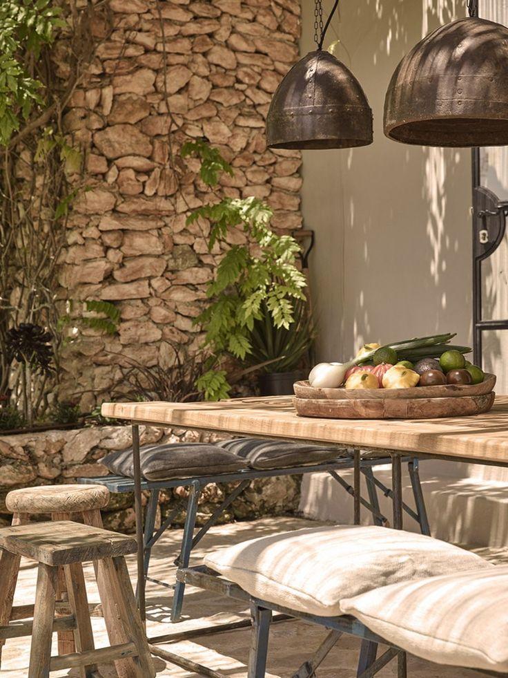 mur de pierres, ambiance industrielle / rustique pour la terrasse