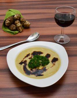 TOPINAMBURSUPPE MIT CURRY - Zutaten für 2 Personen: 500g Topinambur, 300ml Hühner- oder Rinderbouillon, 2 EL süße Sahne, 2 TL Zitronensaft, Salz, ausreichend Curry, nach Geschmack Chilipulver, falls gewünscht: Balsamicocréme als Deko. Hier geht's  zur Zubereitung: http://behr-ag.com/de/unsere-rezepte/rezeptdetail/recipe/topinambursuppe-mit.html