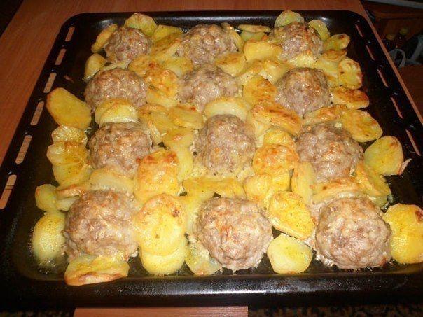 Фото к рецепту: Мясные ёжики с картошкой под сыром