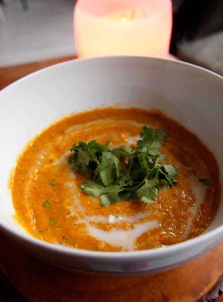 Low-budget vegan recept: rode linzensoep met kokosmelk.