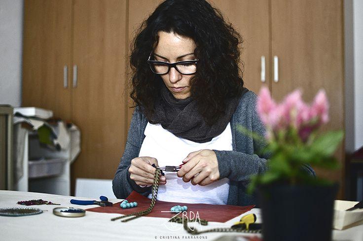 Estela Martín, diseñadora de Zurda. #Zurda #diseñadora #designer #moda #fashion #bisutería #bijou #artesanía #craft