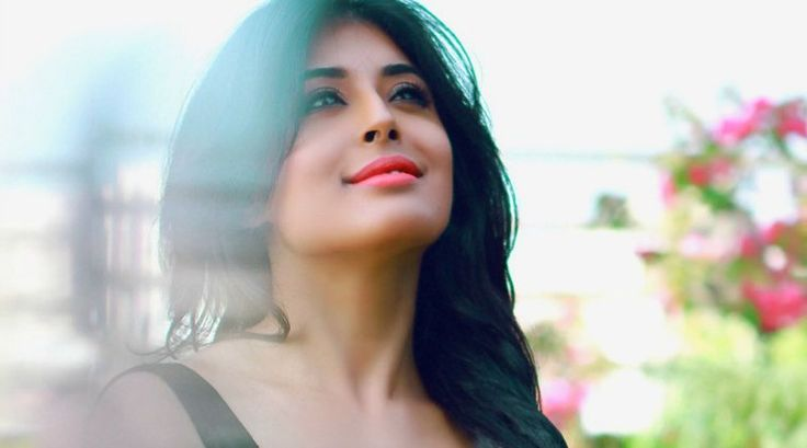 First Look: Kritika Kamra looks stunning in and as Chandrakanta!