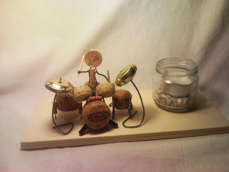 portacandela batterista realizzato con tappi di sughero