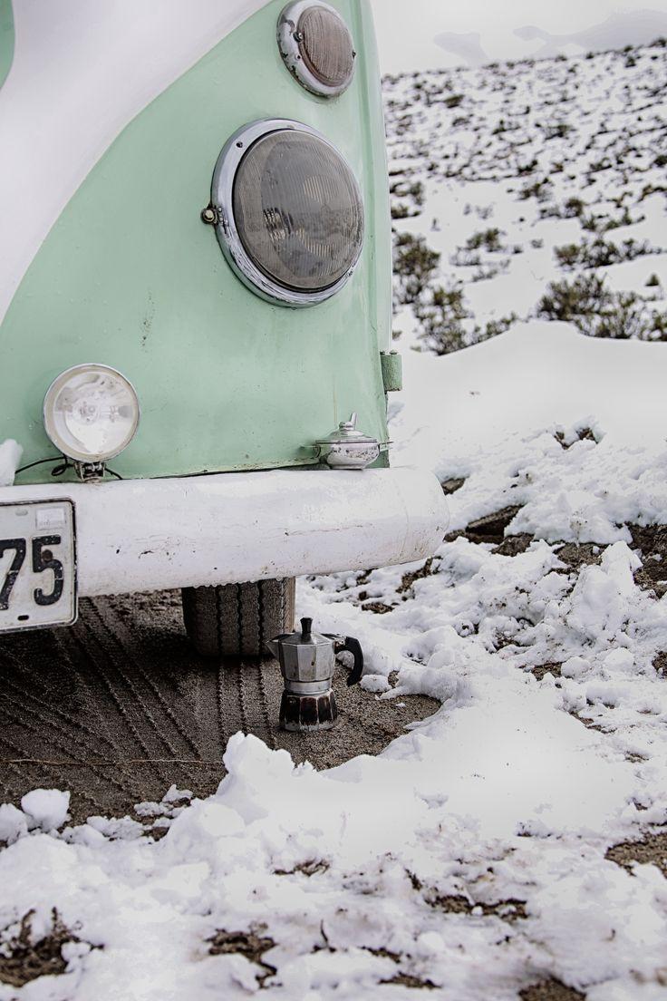 Coffee in the snow with Lollipop #volkswagencombi #combilife #combi  #travelingwithkids  #iamfamily #worldschooling #hackinglife #roadschooling #travelingkids  #travelingfamily #coffee #coffeetime #snow