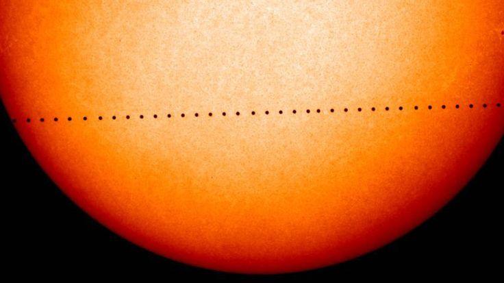 Para observar el fenómeno astronómico es necesario disponer de un telescopio y de los filtros adecuados para observar el sol sin peligro