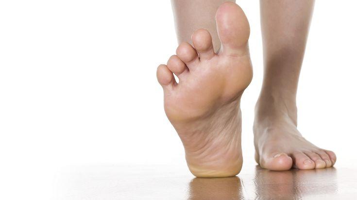 Goed drogen helpt wel, wassen met zeep juist niet. Plus Gezondheid geeft antwoord op 8 vragen over kalknagels. Hoe voorkomt u ze en hoe komt u er van af?