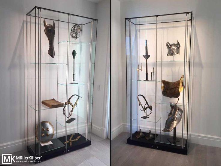 MK Museumsvitrine mit Glasfachböden