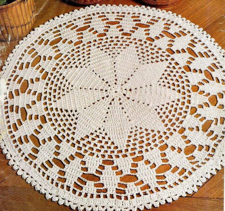 Bom dia queridos. Vim compartilhar esse tapete lindo com vocês! Pode ser feito com barbante ou barroco da Círculo! Também d...