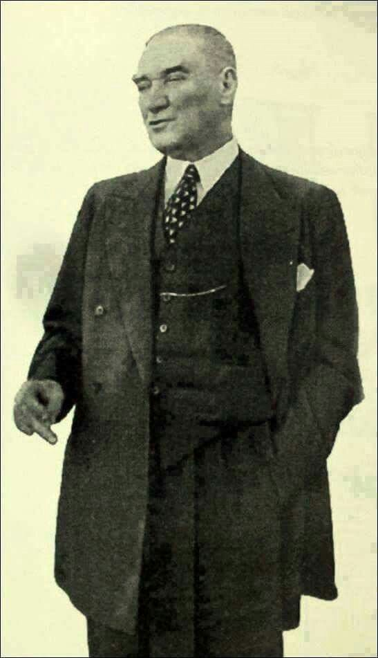 ESKİŞEHİR- Atatürk'ün Erzurum Kongresi`nden ölümüne kadar hep yanında ve hizmetinde olan Mihallıççıklı Emir Çavuşu Ali Metin aracılığıyla 5 bin lira gönderip, Yunanlılar`ın işgal sırasında yakıp yıktıkları ve imkanları olmadığı için Mihallıççıklıların yaptıramadığı kasabanın tek camisini yeniden yaptırmıştır.