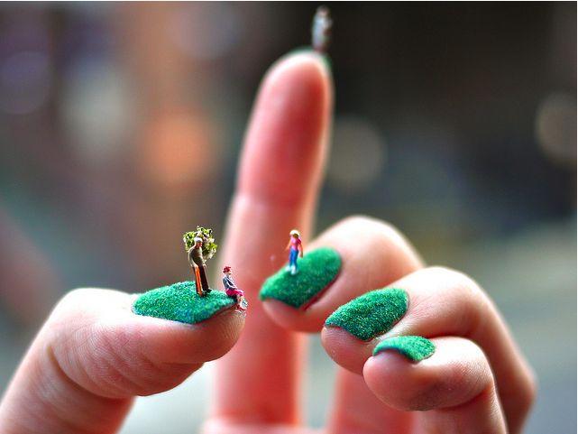 Esto de pintarse las uñas con estilo está cada vez más delirante :)