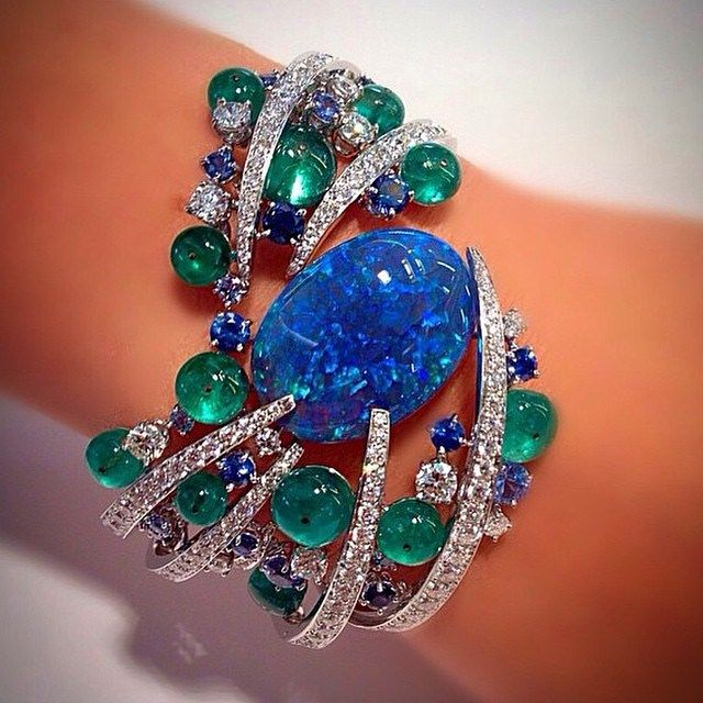 The beauty of this @scavia_official  bracelet is beyond words. I love opal, emeralds and diamonds beautifully put together #jewelryjournal