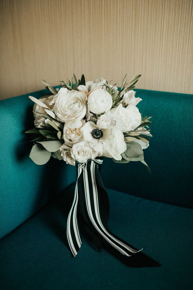 Photography: Ellie Cole Floral Design: Vale of Enna Venue: Cafe Brauer, Chicago