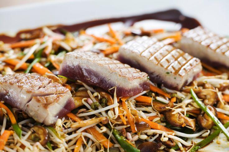 Asiatisk sallad med rostad tonfisk | Recept från Köket.se