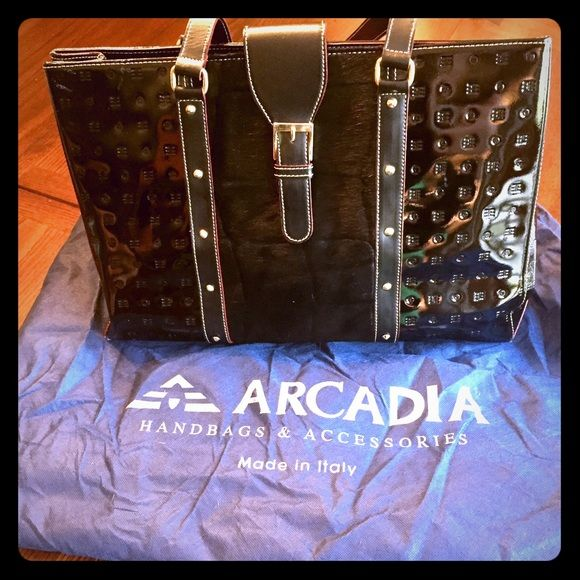 ⚡️FLASH SALE⚡️Arcadia purse ❤️❤️❤️ RARE gorgeous Italian leather Arcadia purse. A classic staple for your wardrobe. Stored in its dust bag in a smoke free house. Arcadia Bags