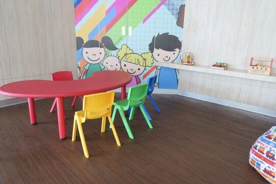 Tempat bermain yang nyaman, menarik, dan aman untuk anak-anak.  #kidscorner #ibisstyle #accordhotels #interior #flooring #woodflooring #parquet #parket #lantekayu #lantekayuproject