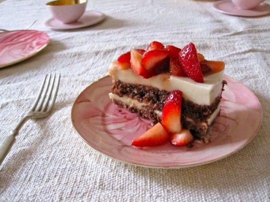 Vegan White Chocolate Mousse Torte: Chocolates Mouse, Chocolates Mousse Cakes, Almonds Cakes, Almond Cakes, Mousse Torte, White Chocolates Mousse, White Chocolate Mousse, Vegans White, Birthday Cakes