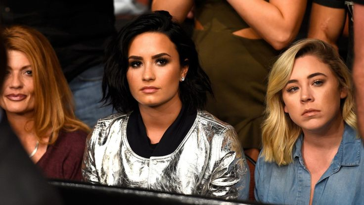 Demi Lovato Makes First Post-Breakup Appearance at UFC Event - http://thisissnews.com/demi-lovato-makes-first-post-breakup-appearance-at-ufc-event/