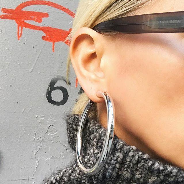 Sunday Silver Samira Hoops #Sunday #SamiraHoops #Jenniferfisher Shop them now on website #linkinbio
