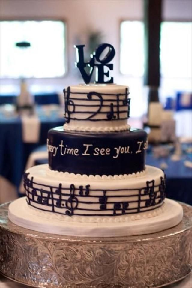 We love this idea! Displaying music and lyrics from your first dance song (or a meaningful favorite tune) on your wedding cake!
