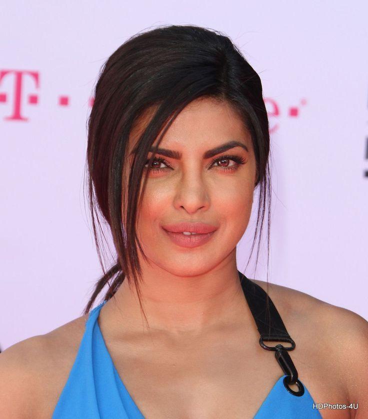 Priyanka Chopra looking sexy in blue dress at Billboard Music Awards - HD Photos