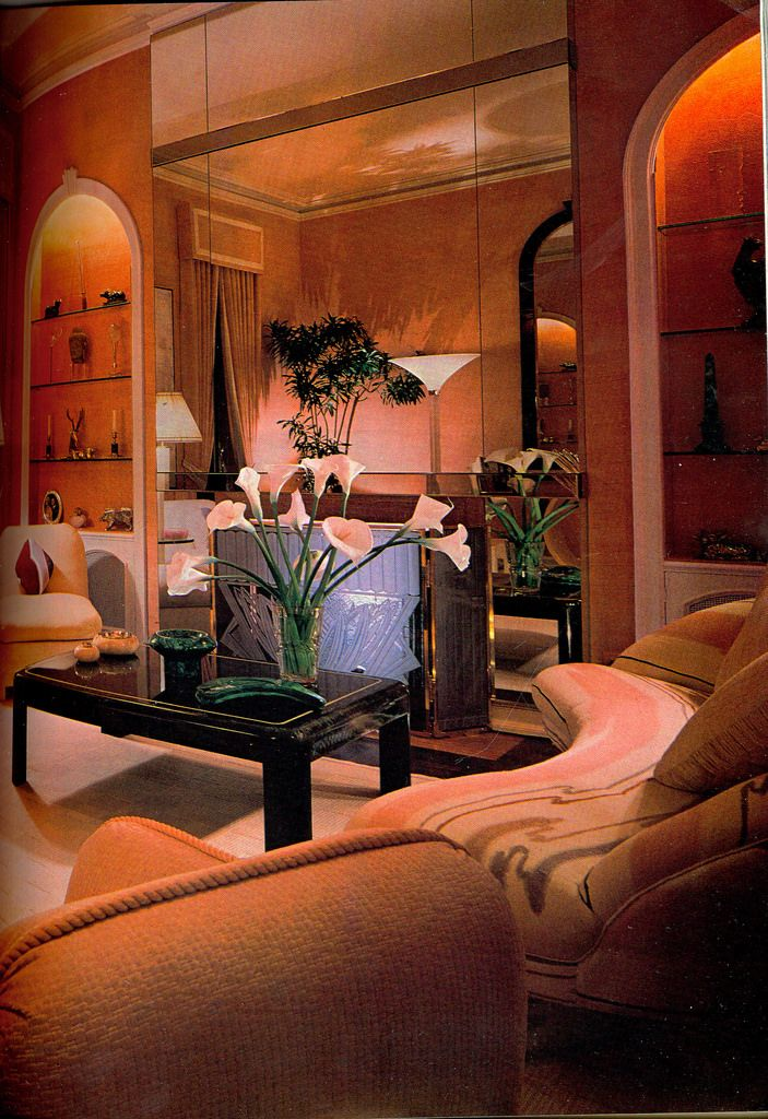 All-peach 80s living room | Retro interior design, 80s ...