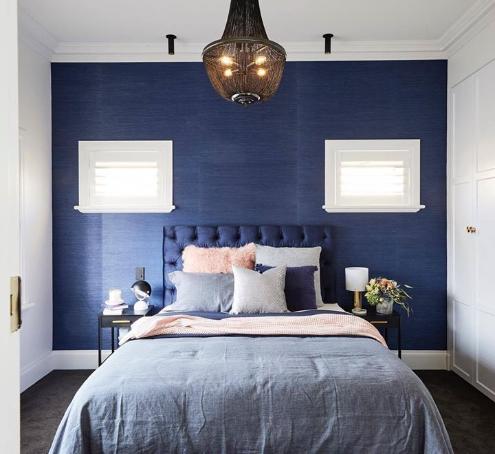 'A luscious palette' - we couldn't agree more @darrenpalmerofficial. You certainly are at the top of your game @jasonsarahblock! That midnight blue wallpaper is divine!! #9theblock #theblock #bedroom #roomreveals http://ift.tt/2x9F3Hx