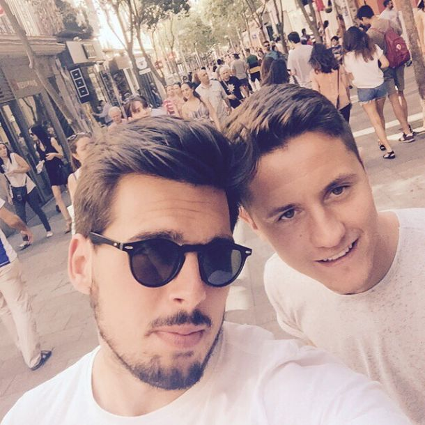 @manutd midfielder Ander Herrera spent some time back in his home country with fellow Spanish footballer Edu Silva.