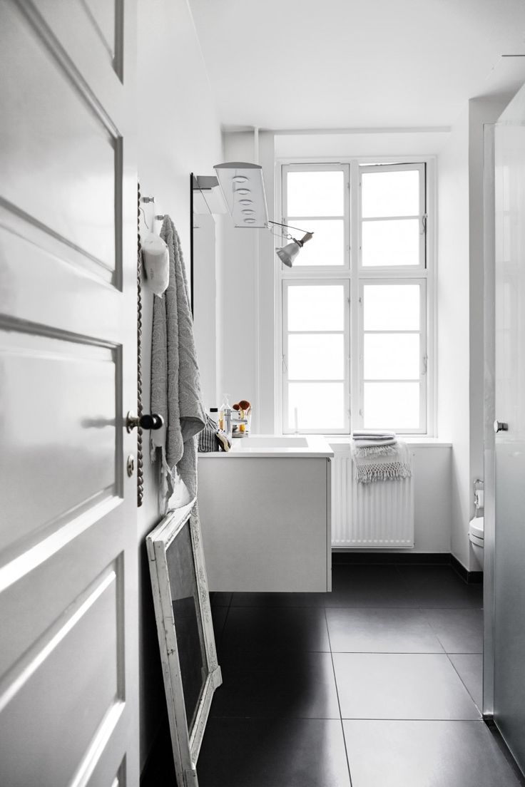 White bathroom | Styling Irene de Klerk Wolters | Photographer Birgitta Wolfgang Drejer / Sisters Agency | vtwonen June 2015