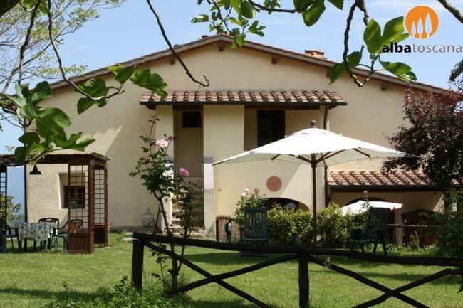 Kleine boerderij met zwembad in uiterst groene omgeving in Bucine Toscane Arezzo