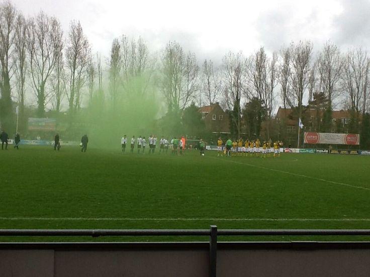 Opkomst bij de wedstrijd Scheveningen - Rijnsburgse Boys.  Foto: Twitter/Rijnsburgse Boys