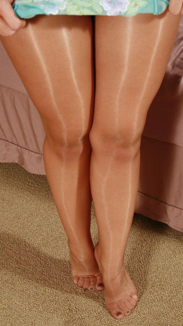 полные ножки в нейлоне основном