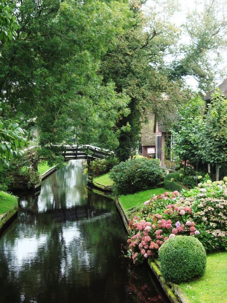 Giethoorn, Netherlands, no roads