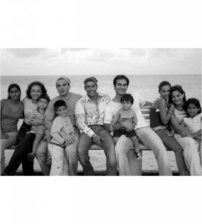 Throwback: Old pic of Salman Khan with his family | PINKVILLA