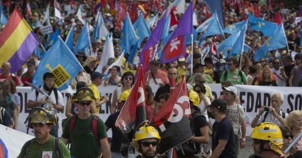 Ισπανία: Δεκάδες χιλιάδες στην πορεία αξιοπρέπειας -Διαμαρτυρία για τους μισθούς και τις συνθήκες εργασίας