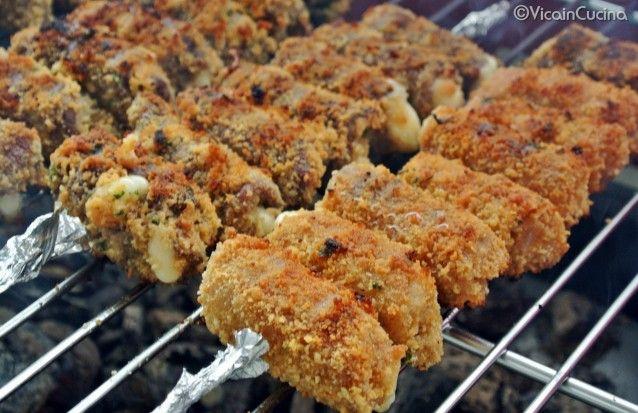 Braciole alla Messinese  http://agriturismosiciliavillarica.wordpress.com/2013/05/20/involtini-di-carne-alla-messinese-bracioli-rrustuti-a-missinisa/